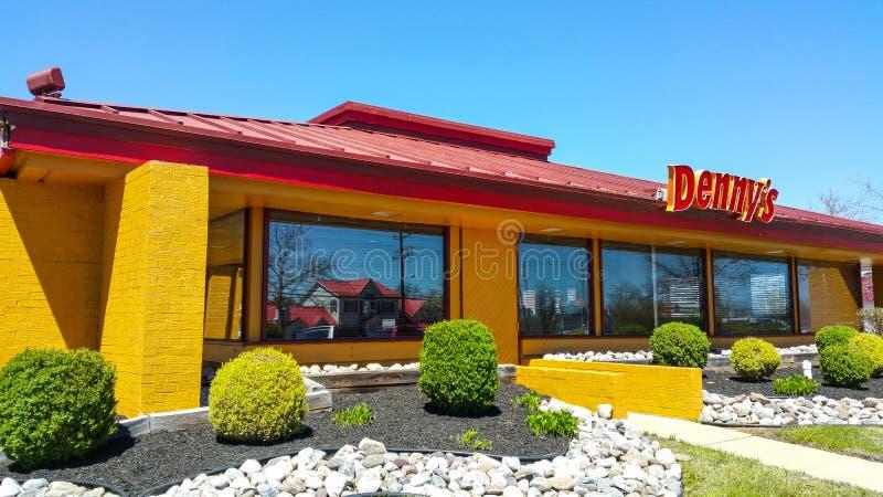 Dennys餐馆和美国吃饭的客人在美国-费城/宾夕法尼亚- 2017年4月8日 免版税库存照片