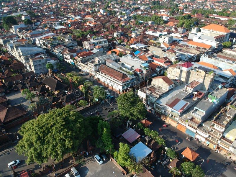 DENPASAR/BALI-MAY 14 2019年:Badung传统市场登巴萨鸟瞰图  在它烧了几年后,这是一个新的大厦 免版税库存图片