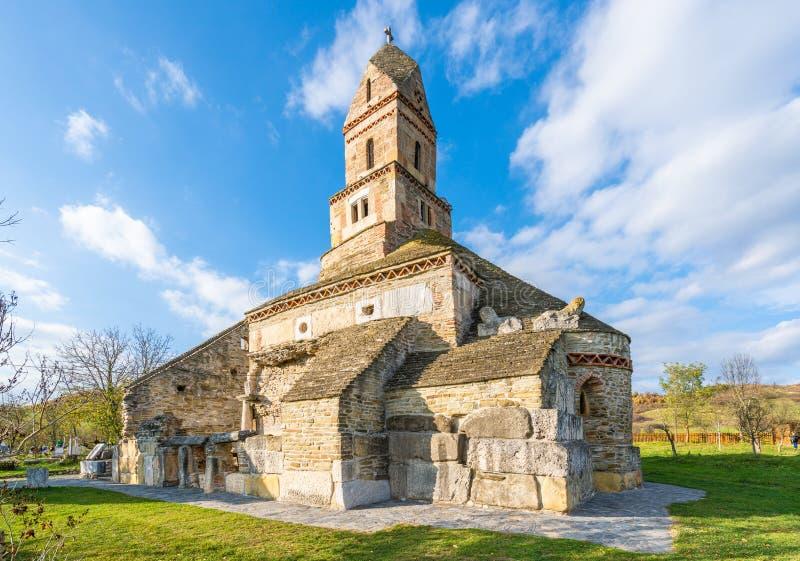 Densus基督教会、Dacian和罗马寺庙在Densus市,胡内多阿拉,哈采格,罗马尼亚 免版税库存图片