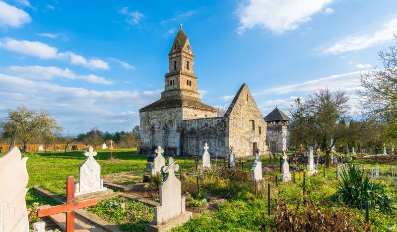 Densus基督教会、Dacian和罗马寺庙在Densus镇,胡内多阿拉,哈采格,罗马尼亚 库存照片