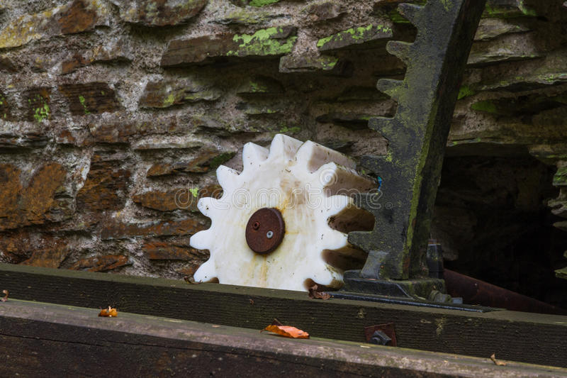 Download Dent Conduite Par La Vieille Roue Hydraulique Photo stock - Image du waterwheel, wooden: 77161144
