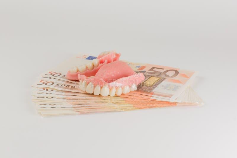 Dentaduras y efectivo imagenes de archivo