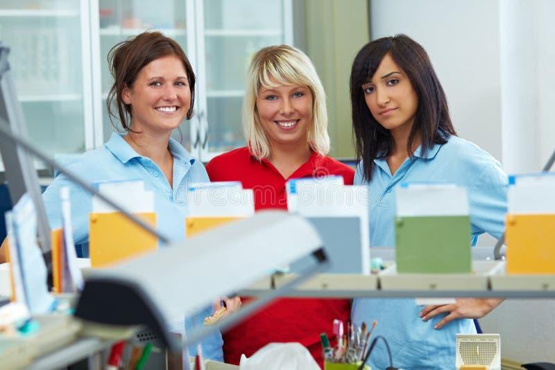 Download Dental-Equipe imagem de stock. Imagem de produção, prosthetics - 12808741