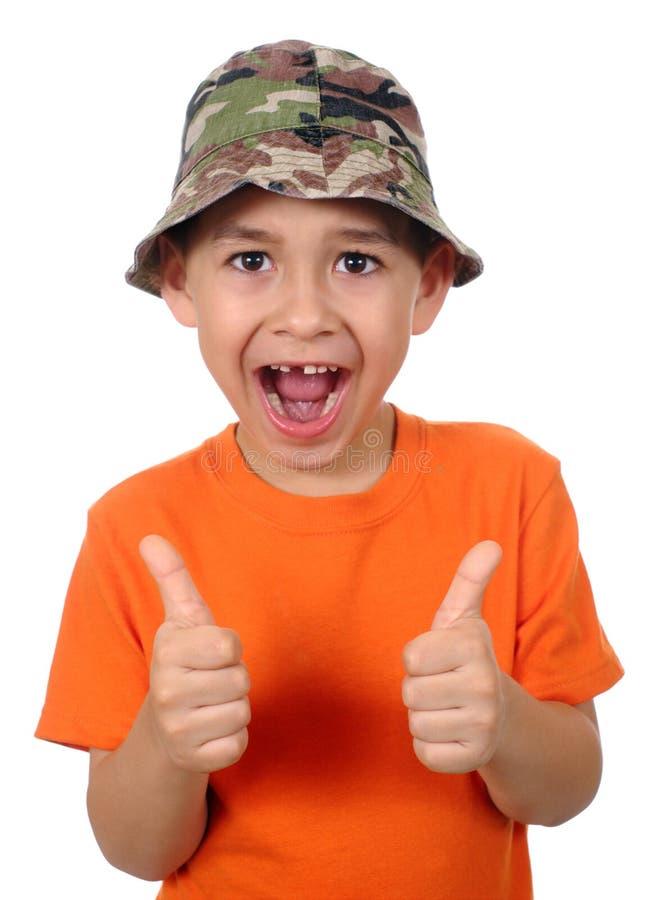 Dente mancante del bambino che dà i pollici in su immagine stock
