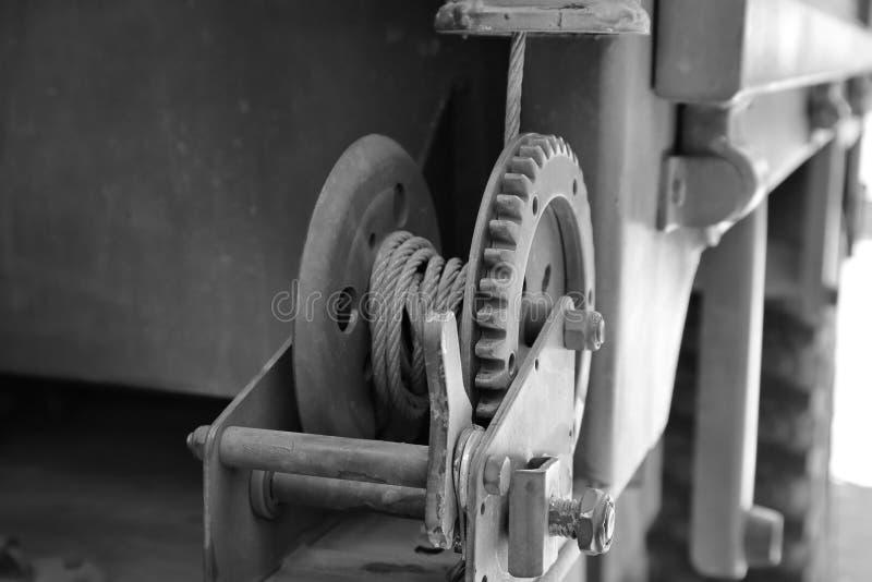 Dente per catena d'acciaio del dente, corda industriale del fondo, immagine dell'ombra scura fotografia stock