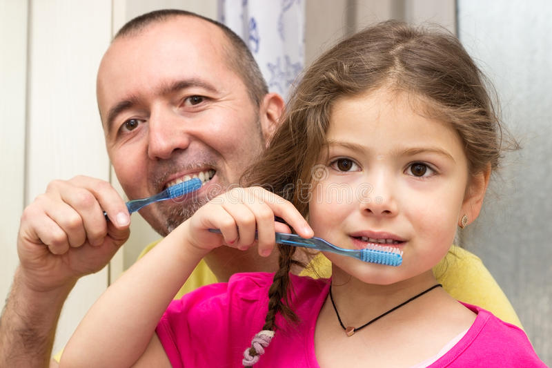 Dentes de escovadela fotografia de stock