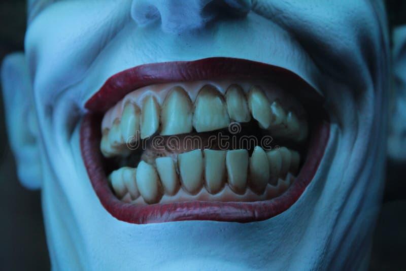 Dentes do palhaço do horror foto de stock