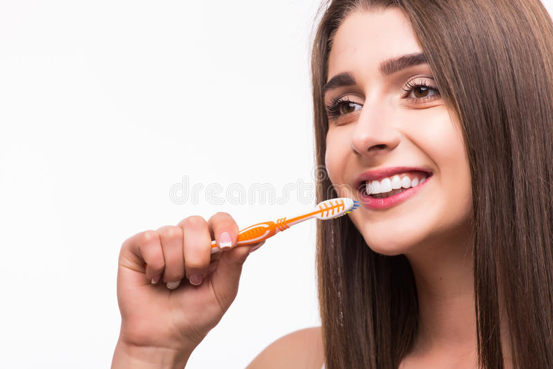 dentes limpos fêmeas no banheiro, clínica dental, cuidados médicos da odontologia, estilo de vida saudável, conceito do alvejante foto de stock