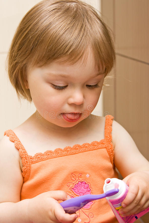 denti di pulizia del bambino fotografia stock