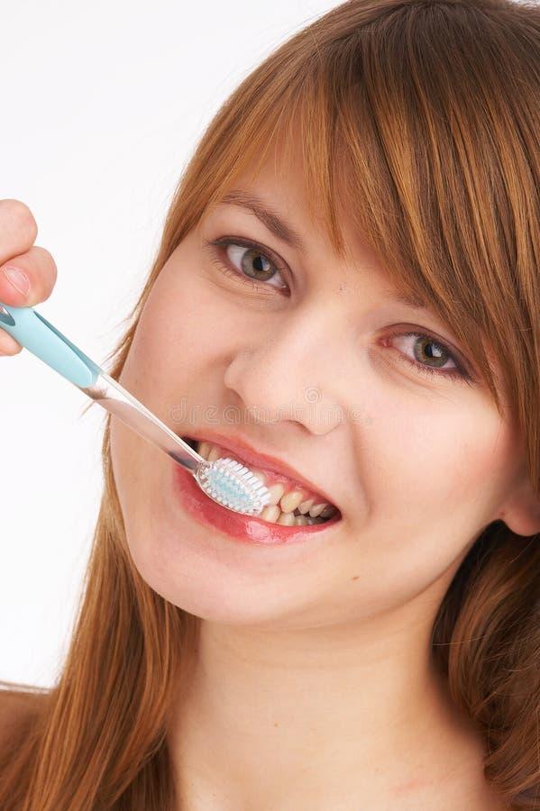 Denti di spazzolatura I fotografia stock libera da diritti