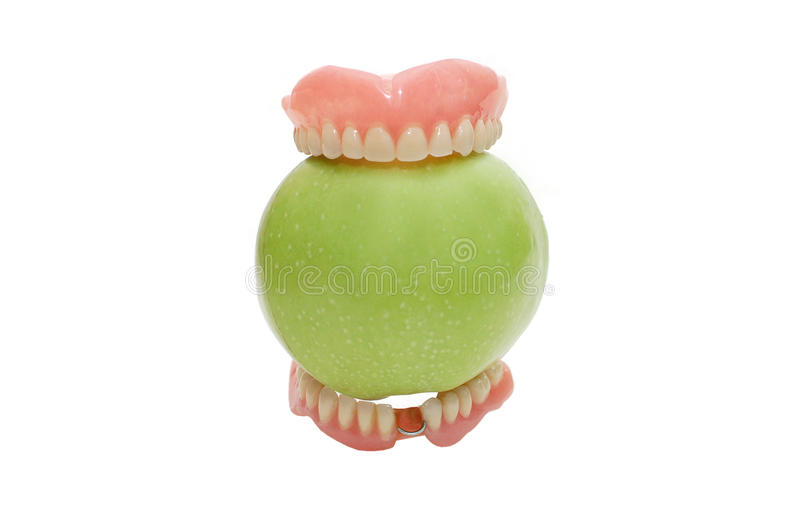 Dentiers avec la pomme verte, d'isolement photographie stock libre de droits