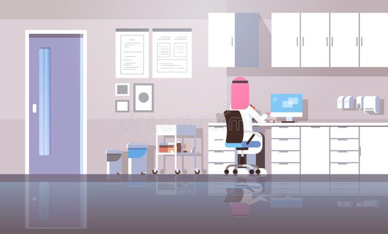 Dentista árabe del hombre en lugar de trabajo que se sienta del hijab usando doctor árabe de la vista posterior del ordenador en  ilustración del vector