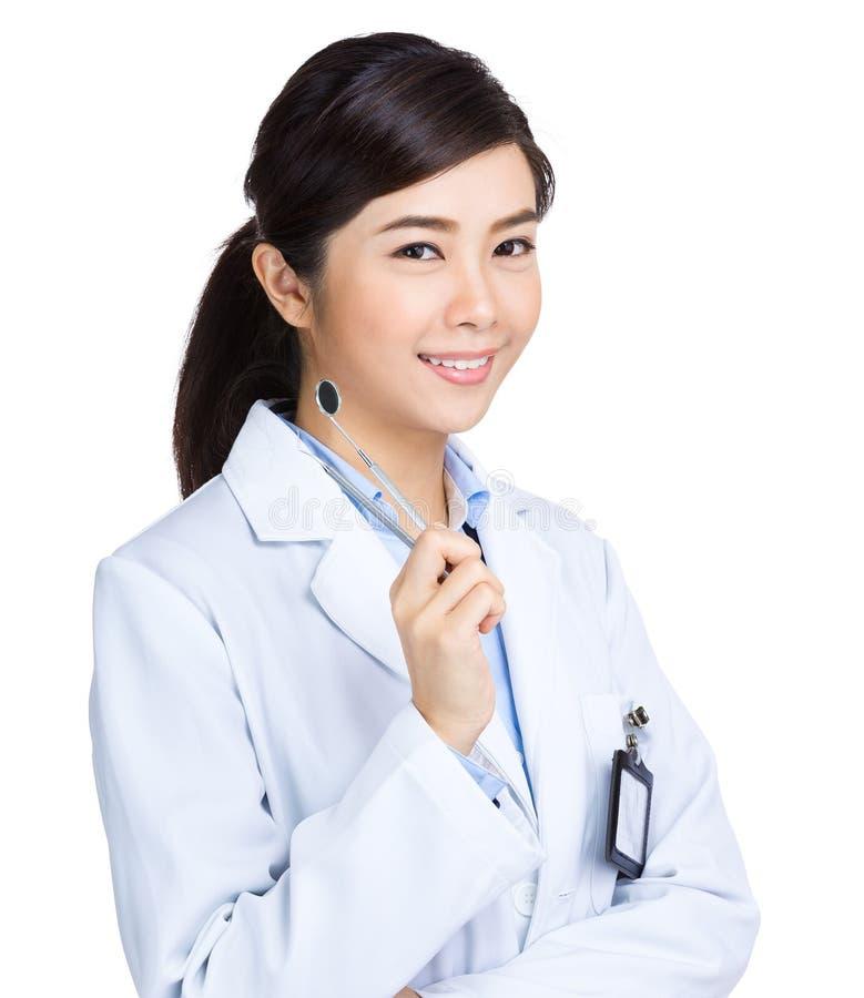Dentista con lo strumento fotografia stock libera da diritti