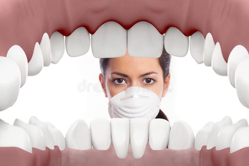 Dentista de sexo femenino que mira en boca ilustración del vector