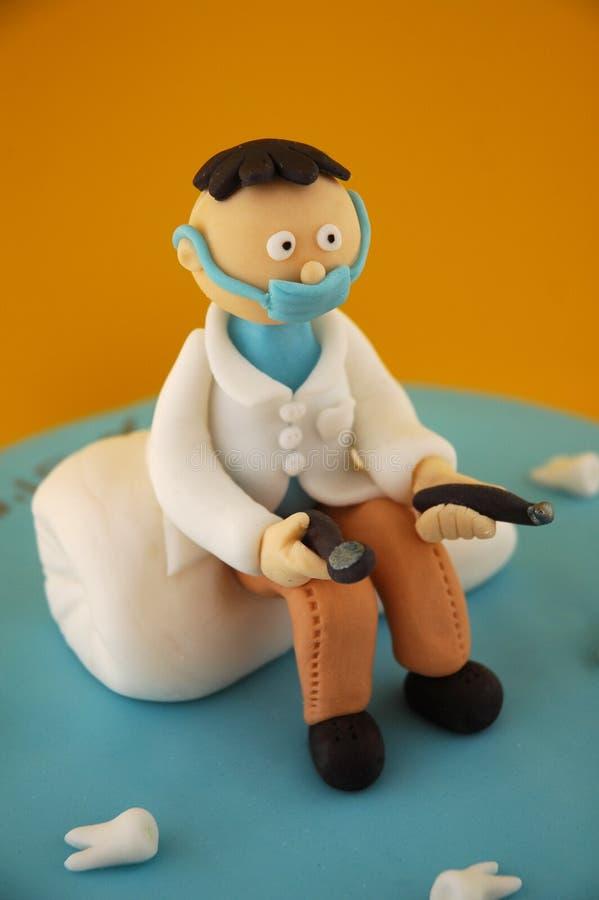 Dentista dell'inserimento dello zucchero fotografia stock libera da diritti