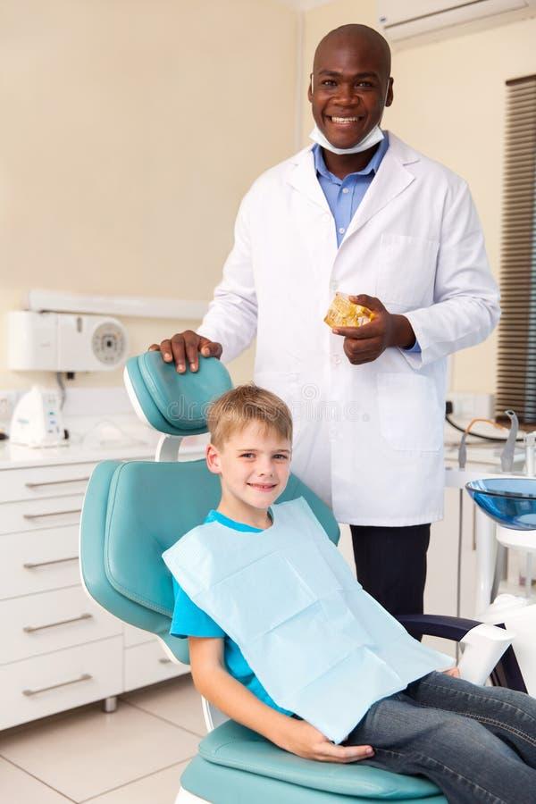 Dentista do rapaz pequeno imagens de stock royalty free