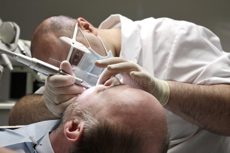 Dentista no trabalho fotos de stock royalty free