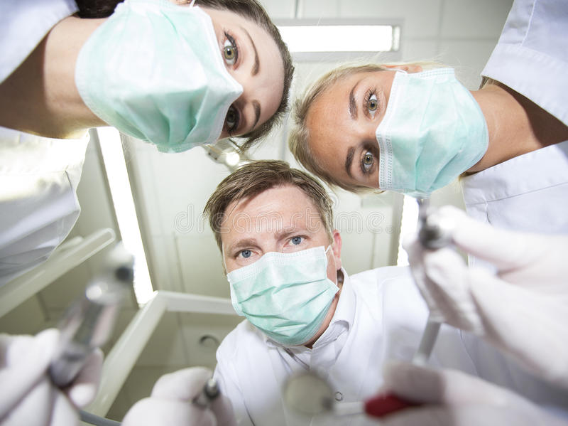 Dentista y enfermeras imagen de archivo