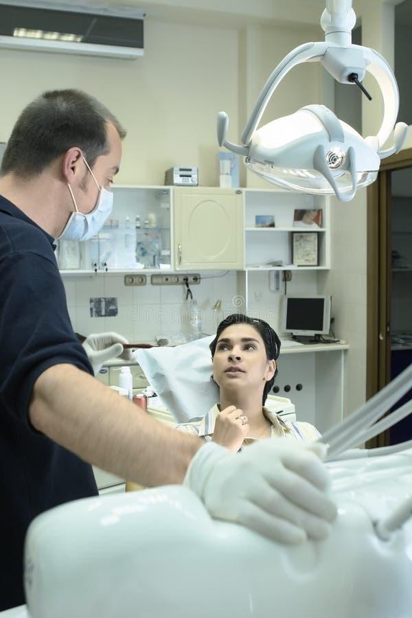 Dentiste et patient image libre de droits