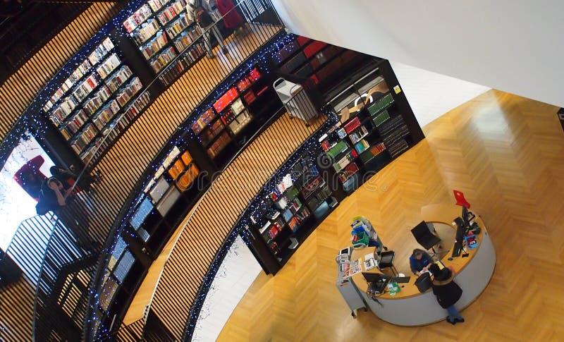 Dentro da biblioteca de Birmingham, Inglaterra fotos de stock