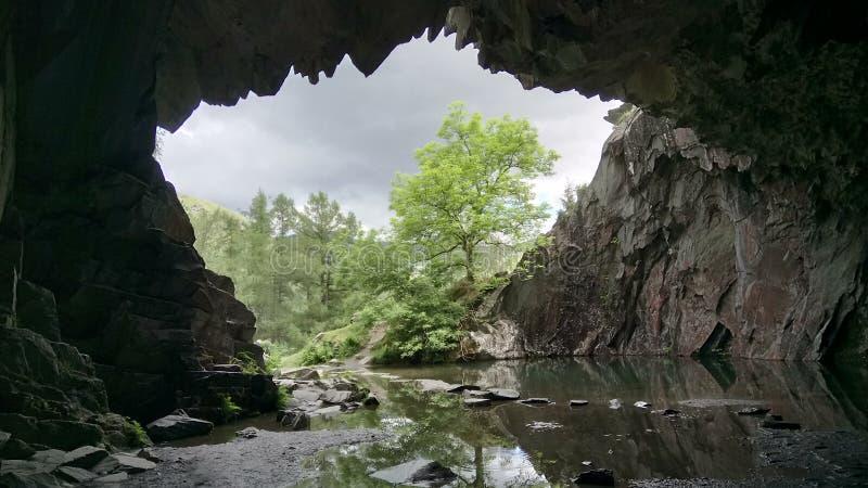 Dentro da caverna de Rydal foto de stock