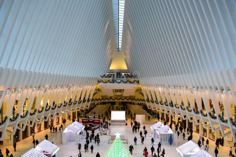 Dentro da construção de Oculus no Lower Manhattan, NYC fotos de stock royalty free