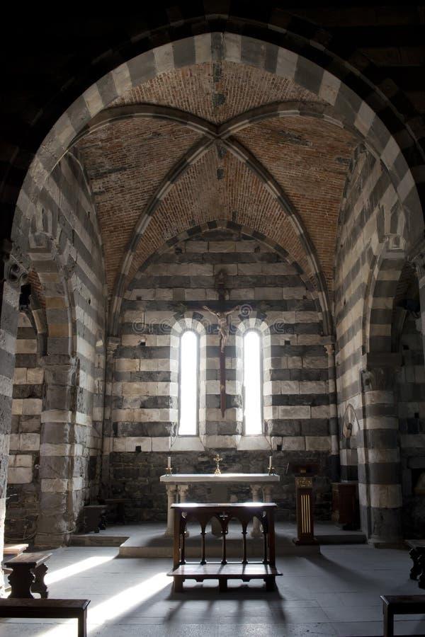Dentro da igreja de San Pietro em Portovenere fotografia de stock royalty free