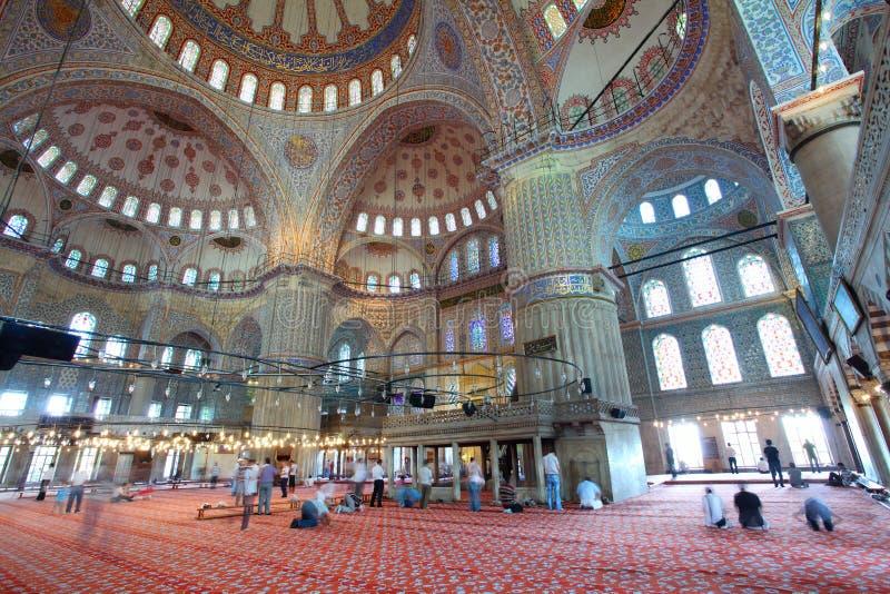 Dentro da mesquita azul islâmica em Istambul fotos de stock royalty free