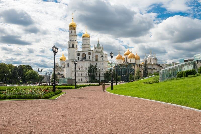 Dentro da parede do ` s do Kremlin foto de stock royalty free