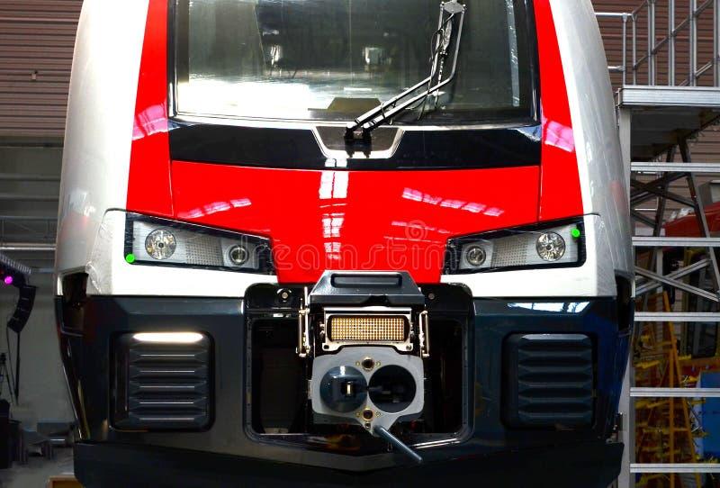 Dentro da planta de conjunto do carro de trilho Oficina industrial para a produção de trens de alta velocidade imagem de stock royalty free