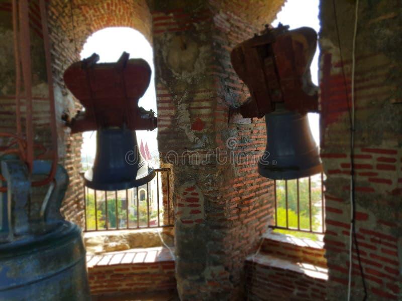 Dentro da torre de sino velha situada na prov?ncia Filipinas de Ilocos fotos de stock