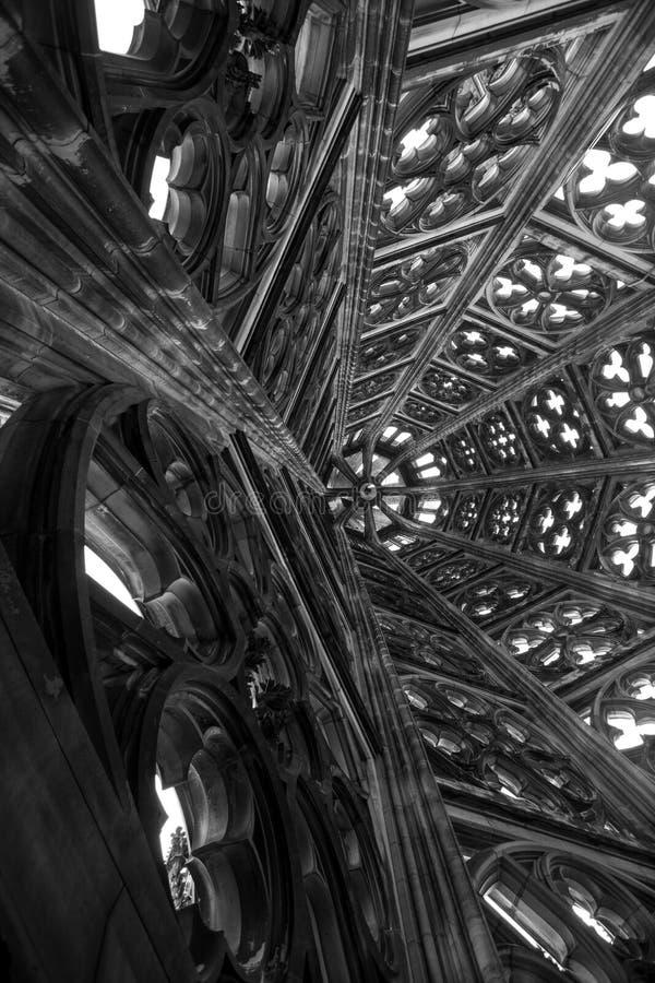 Dentro da torre dos DOM do koelner em Alemanha imagens de stock