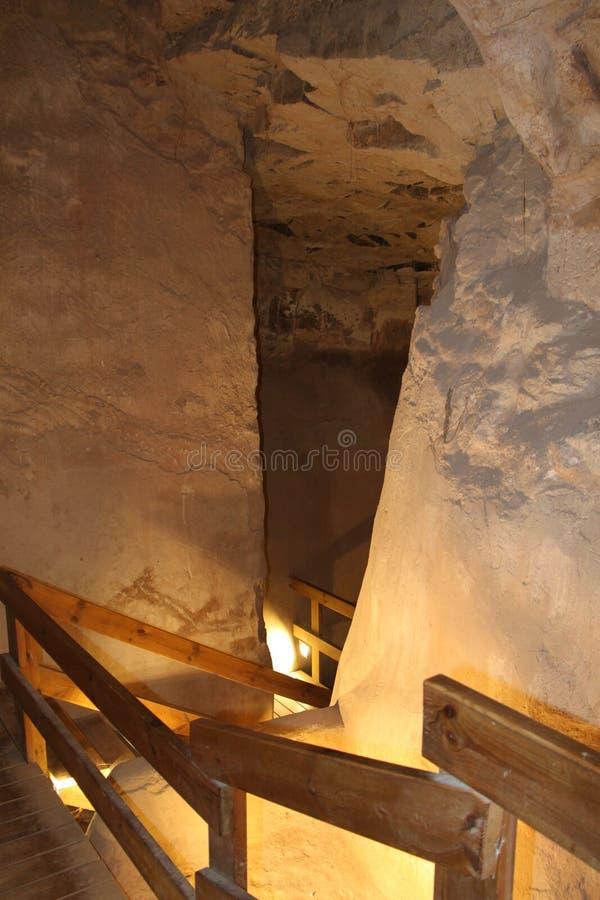 Dentro das escadas da fábrica da água, cerveja Sheva do telefone, Israel fotografia de stock royalty free