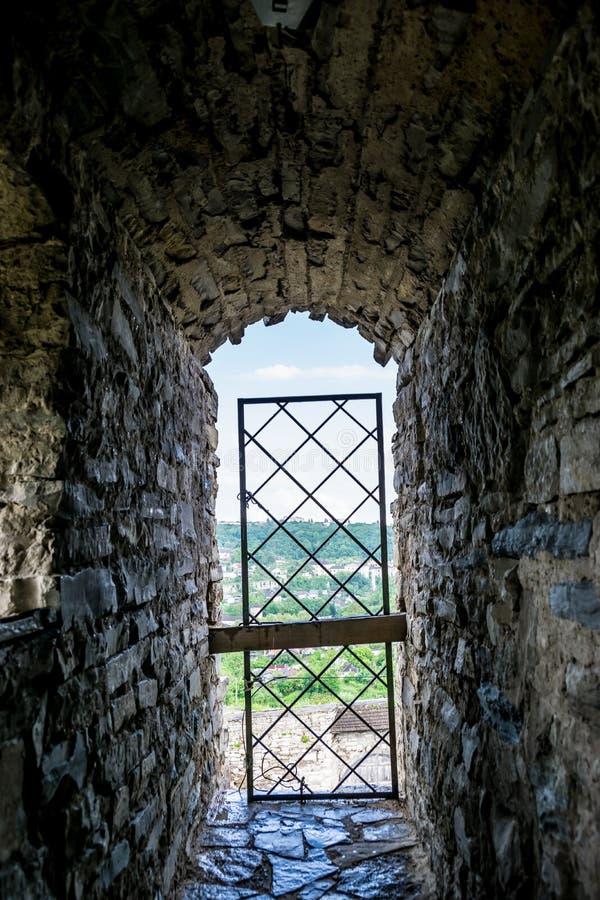 Dentro das paredes defensivas do castelo imagem de stock royalty free