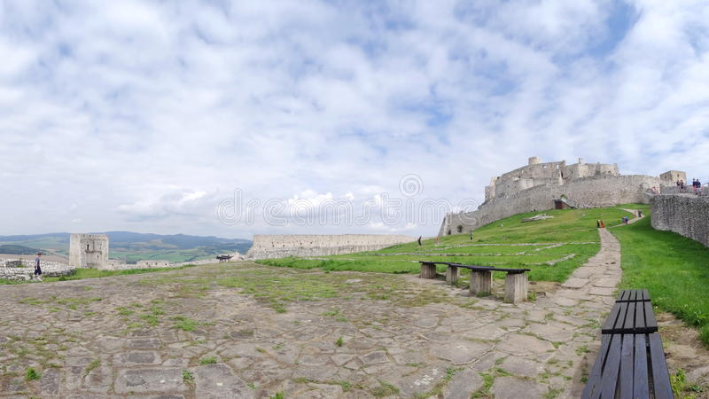 Dentro das paredes do castelo de Spis fotos de stock royalty free