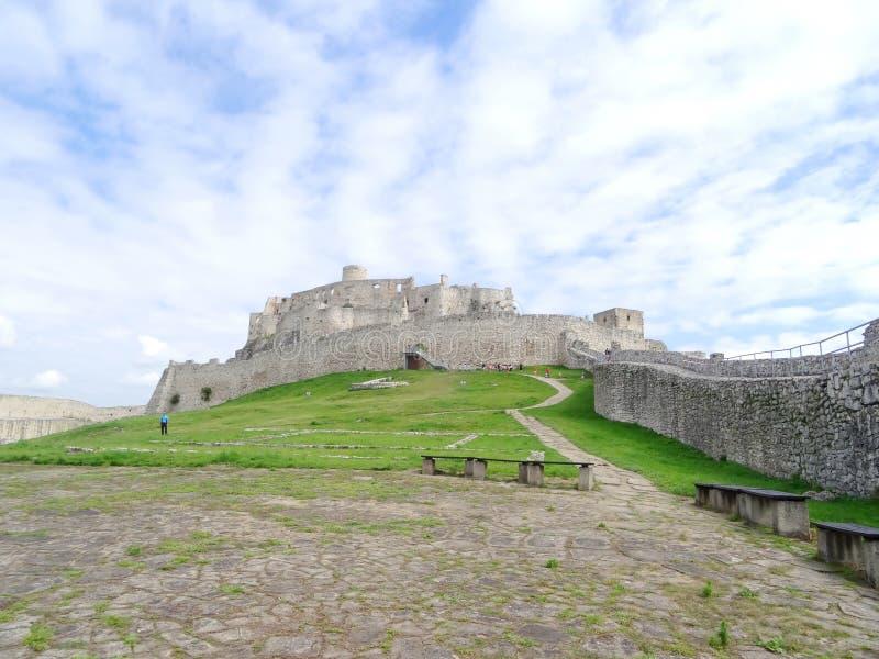 Dentro das paredes do castelo de Spis imagens de stock