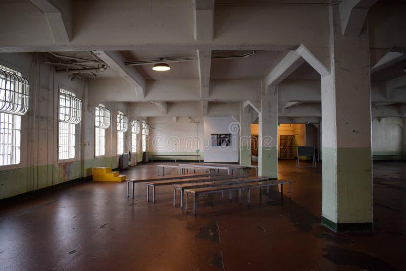 Dentro de Alcatraz vacío Cantine, Cafetiera imagen de archivo