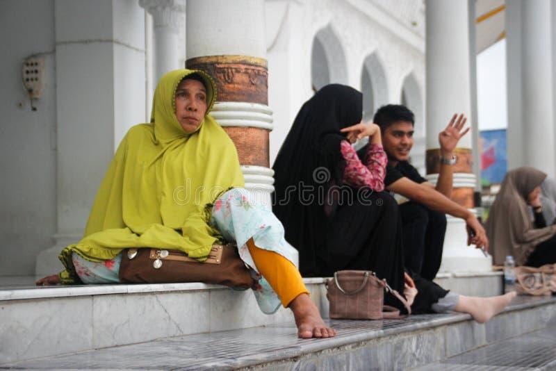Dentro de Baiturrahman la mezquita magnífica es el centro de la vida religiosa musulmán de la ciudad, restaurada después del tsun imagen de archivo libre de regalías