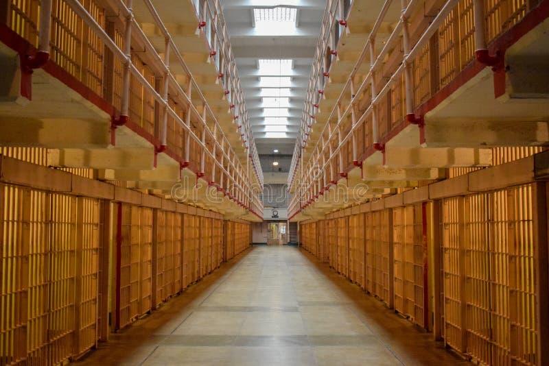 Dentro de bloque de célula vacío de Alcatraz foto de archivo