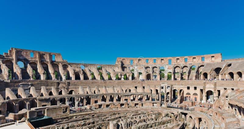 Dentro de Colosseum em Roma, Italia imagens de stock