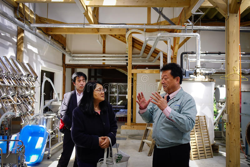 Dentro de fábrica del vino del motivo en Akita, Japón fotos de archivo