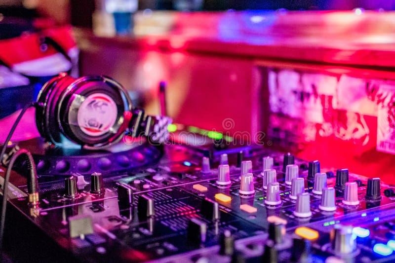 Dentro de la cabina de DJ imagen de archivo libre de regalías