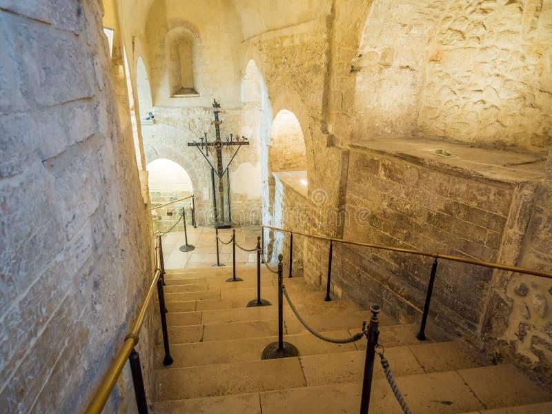 Dentro de la capilla del santuario de San Michele Arcangelo, Monte Sant Angelo imágenes de archivo libres de regalías