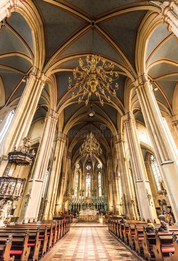 Dentro de la catedral de la suposición Zagreb, Croacia fotografía de archivo libre de regalías