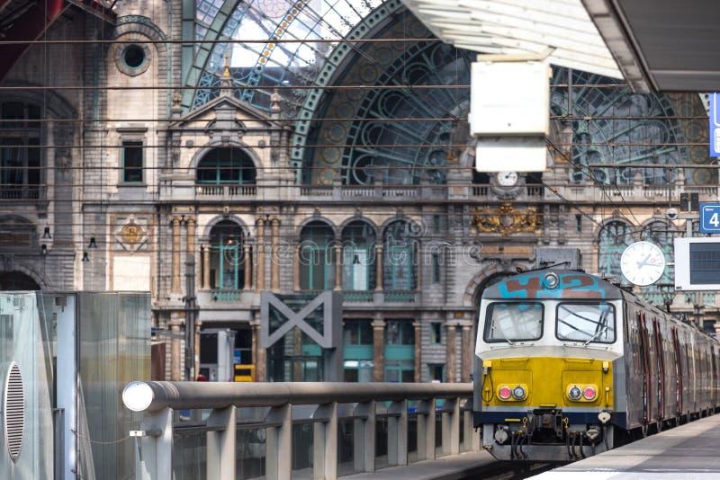 Dentro de la estación central Amberes Bélgica fotos de archivo libres de regalías