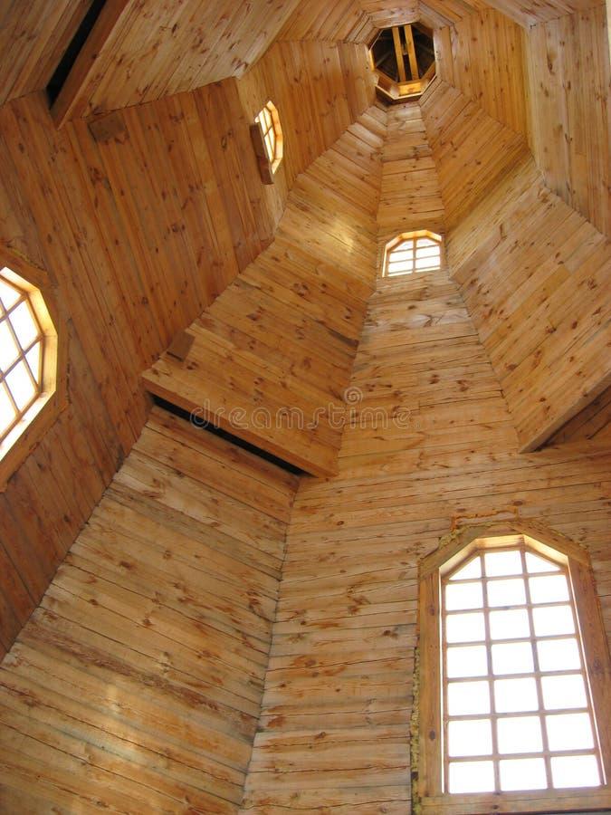 Dentro de la iglesia de madera fotografía de archivo libre de regalías