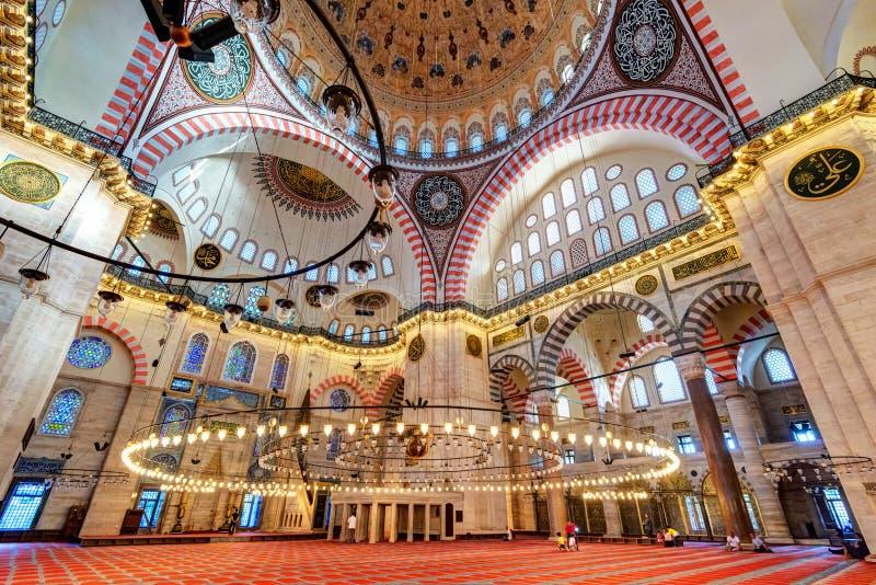 Dentro de la mezquita de Suleymaniye en Estambul, Turquía imagen de archivo libre de regalías