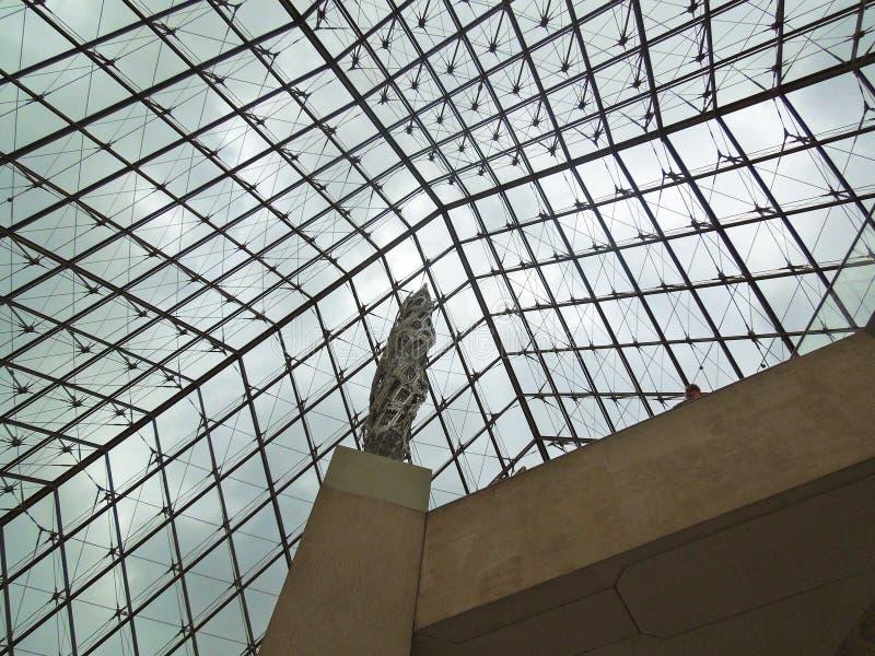 Dentro de la pirámide del museo de la lumbrera foto de archivo