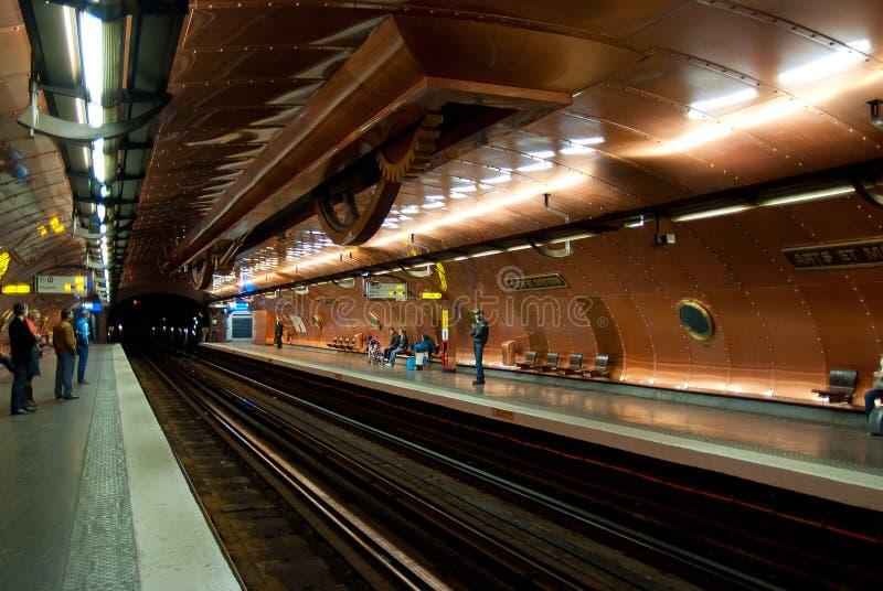 Dentro de los artes y de los Metiers de la estación de metro 29 de marzo de 2011 en Pari foto de archivo libre de regalías