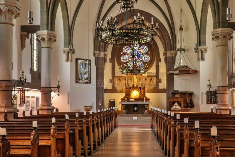 Dentro de panorama de la iglesia protestante principal, Christuskirche, en Meran Merano Provincia Bolzano, el Tyrol del sur, Ital imágenes de archivo libres de regalías